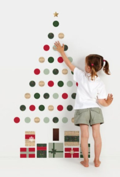 Diy wall christmas tree to save your space 38