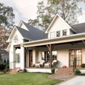 Rustic farmhouse front porch decorating ideas 31