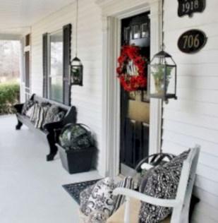 Rustic farmhouse front porch decorating ideas 36