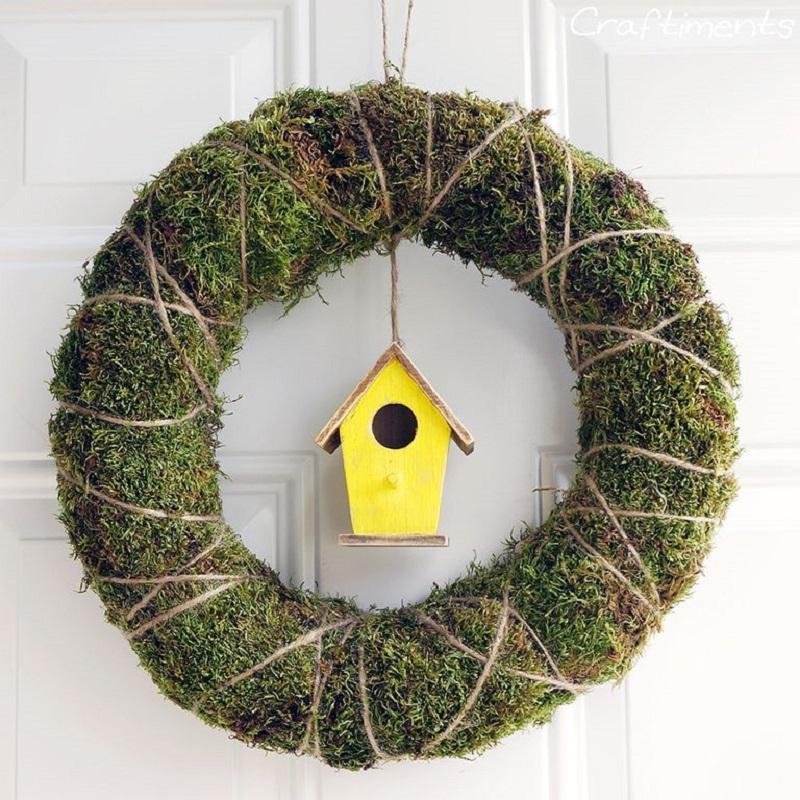 Unique birdhouse wreath