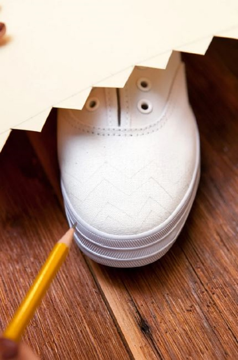 How to change your old white shoes to look new 4