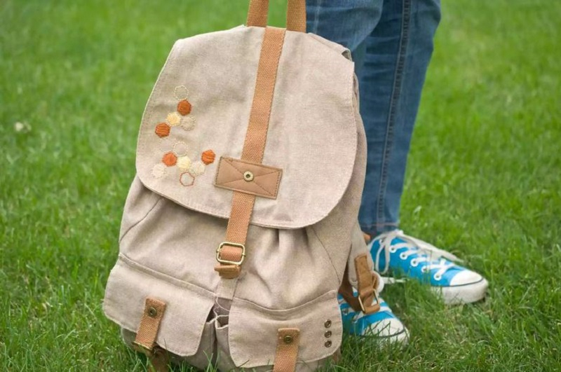 Simple honeycomb backpack