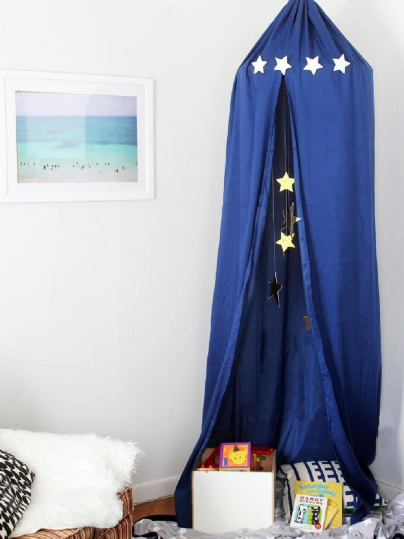 Dreamy canopy Best DIY Ideas As Solutions To All Your Boys Room Décor Dilemmas