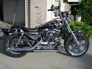 2002 HarleyDavidson® XL1200C Sportster® Custom (Black and