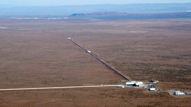 The LIGO gravitational-wave detectors in Hanford, Washington (left), and Livingston, Louisiana.