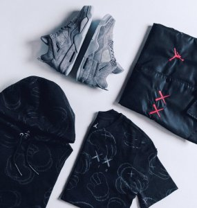 3月31日発売予定 KAWS x NIKE AIR JORDAN 4 COLLECTION