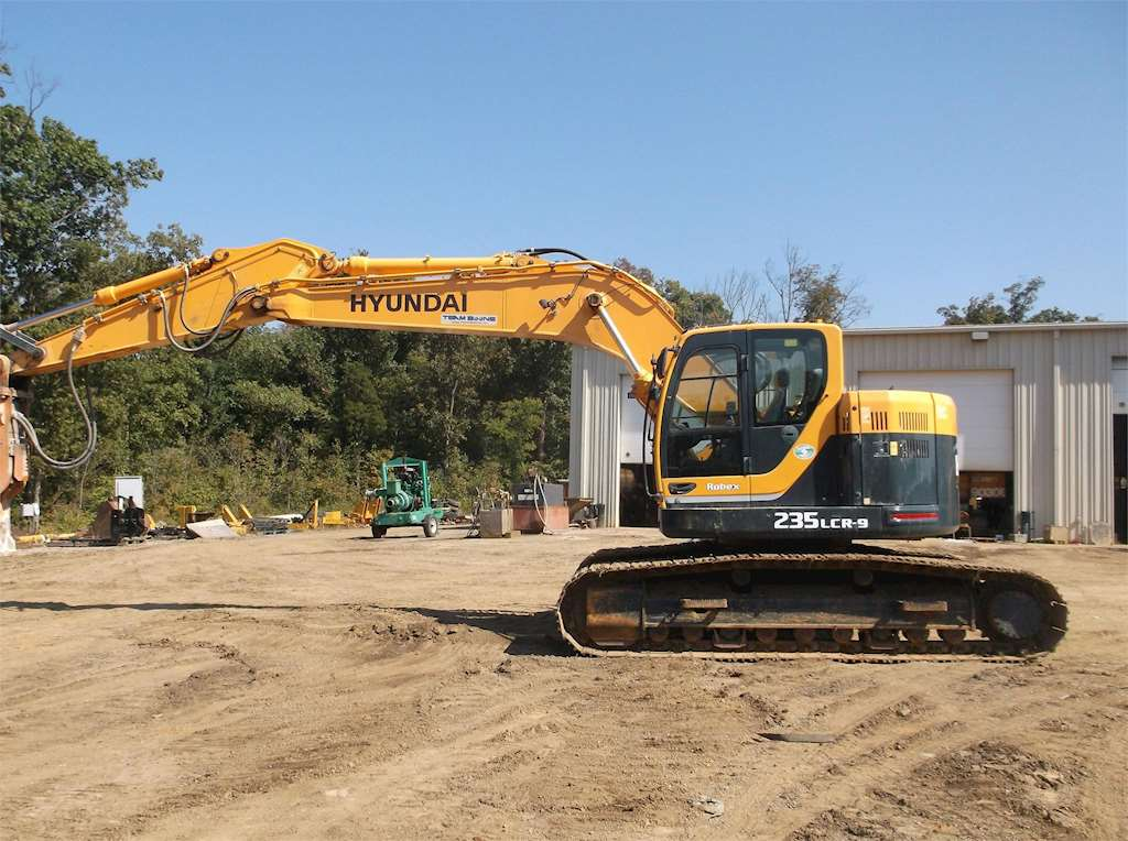 Excavator Hyundai 235 Specs
