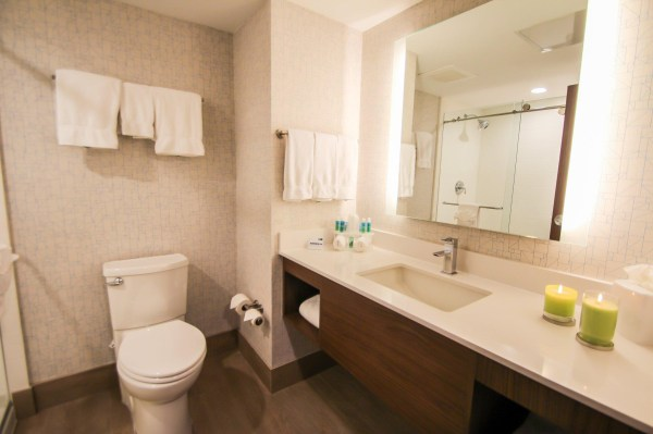 holiday inn express amp suites miami airport and intermodal - HD 2048×1365