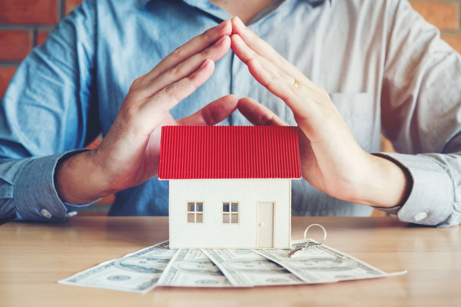10 ways you can save money on homeowners insurance