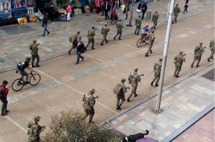"""Resultado de imagen para militares en bogota"""""""