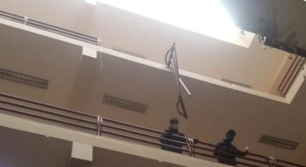 3 estudiantes mueren al caer de un cuarto piso en universidad, en Bolivia
