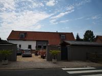 magnifique conversion de grange au centre du village maintenant une superbe maison familiale de 5 chambres avec possibilite commerciale au
