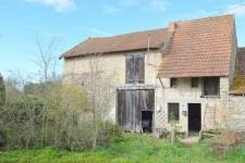 jolie maison en pierre a renover avec electricite et eau sur place grande grange et plus de 4700m2 de terrain