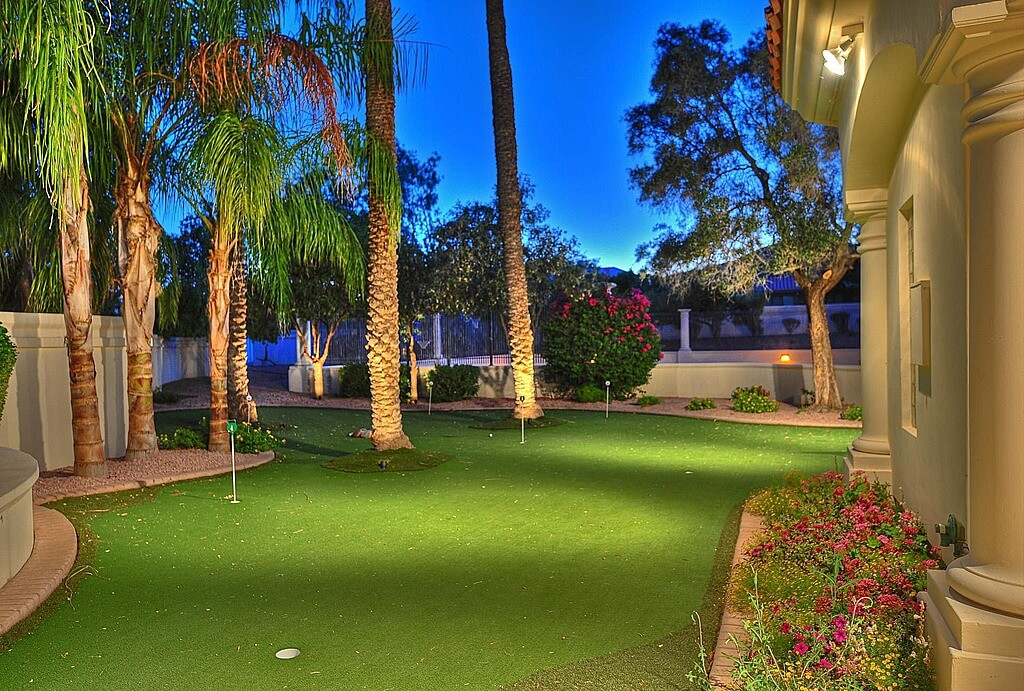 28 Outdoor & Indoor Putting Greens & Mats (Designs & Ideas) on Putting Green Ideas For Backyard id=74165