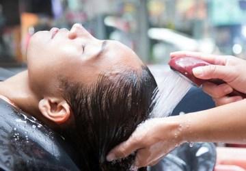 ilustrasi mencuci rambut