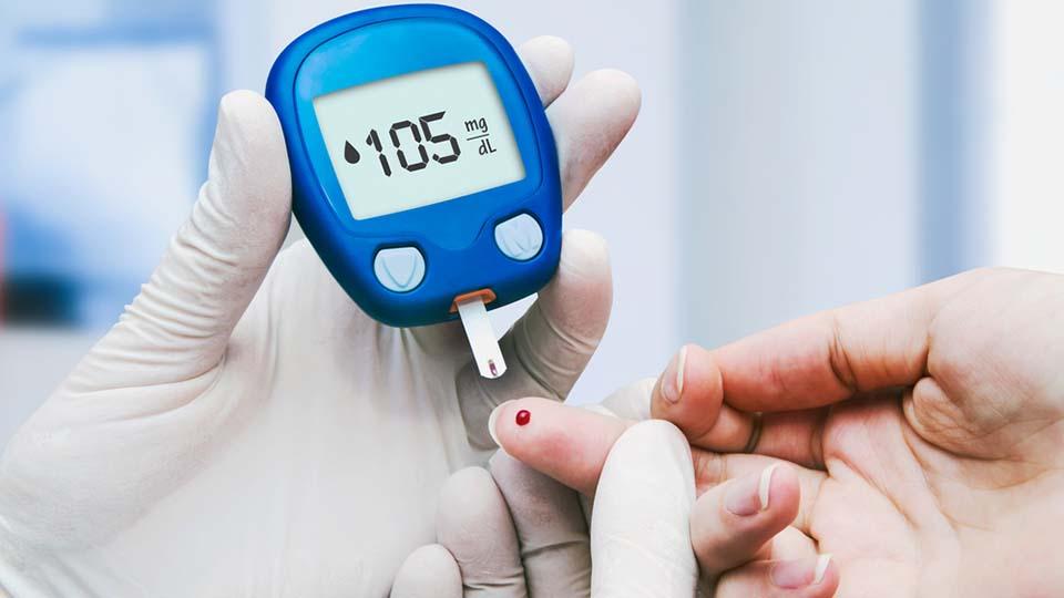 ilustrasi cek gula darah diabetes