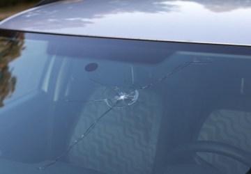 penyebab rusaknya kaca mobil