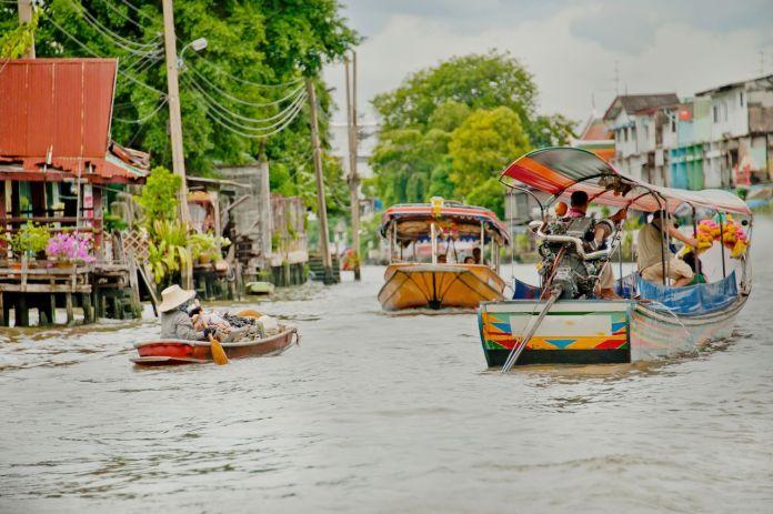 Long tail boat in Thonburi