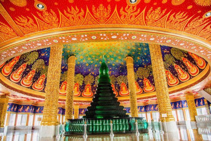 Wat Paknam Bhasi Charoen