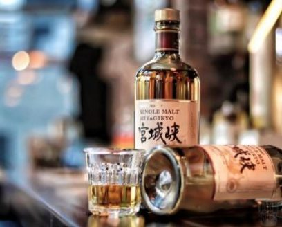Miyagikyo Single Malt has an elegant fruitiness and a distinctive aroma with a strong Sherry cask influence.