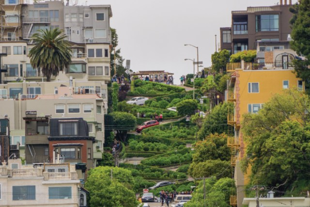 Top 10 Photo Spots in San Francisco - Lombard St