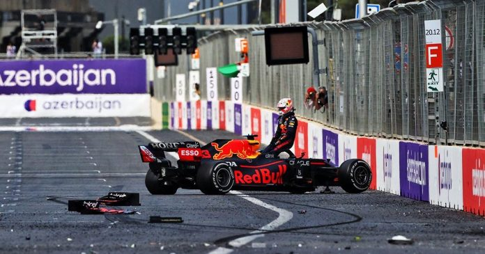 Max Verstappen crashes out of lead in Baku with tyre blowout | PlanetF1