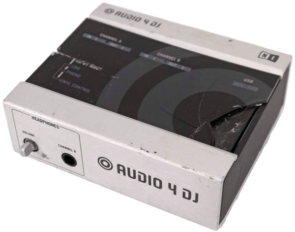 Native Instruments Audio 4 DJ Compact Interface for ...