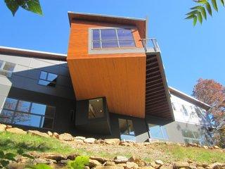 10 maisons en porte-à-faux qui détruisent la gravité - Photo 15 de 23 - Un cantilever dramatique forme l'espace de vie communal de la maison.