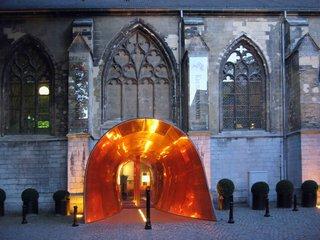 12 hôtels modernes dans les bâtiments historiques du monde entier - Photo 19 sur 24 - Ce monastère rénové du XVe siècle des «Frères croisés» est maintenant le Kruisherenhotel Maastricht de 60 chambres, un hôtel luxueux et contemporain où les clients peuvent se loger ou dîner à un Site qui était la vieille église du monastère.