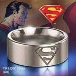 Exklusive Geschenke: Superman-Stahl Ring