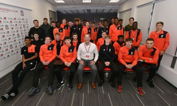 Academy players receive talk from SAS veteran - Liverpool FC