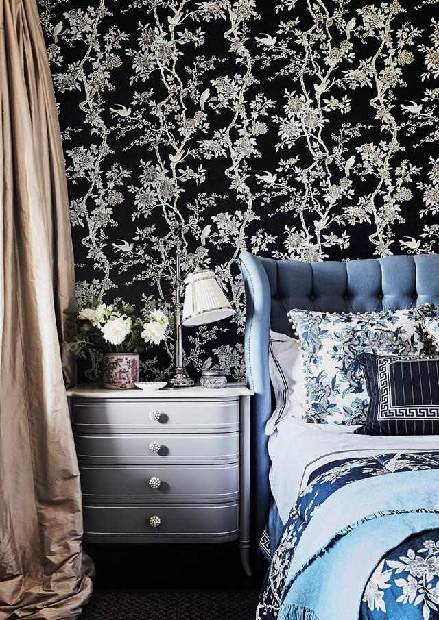 """Interior designer Lauren Mahoney believes in the power of pattern and colour to resolve small spaces. This bedroom in an updated [terrace home](https://www.homestolove.com.au/1880s-sydney-terrace-home-with-charming-interiors-20319