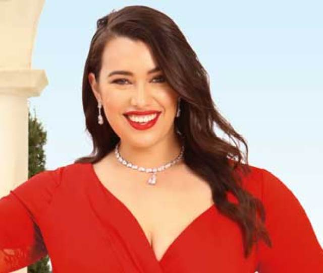 Meet Isabella Moore Plus Size Model And Opera Star Set To Make Her Mark On The World Womans Day