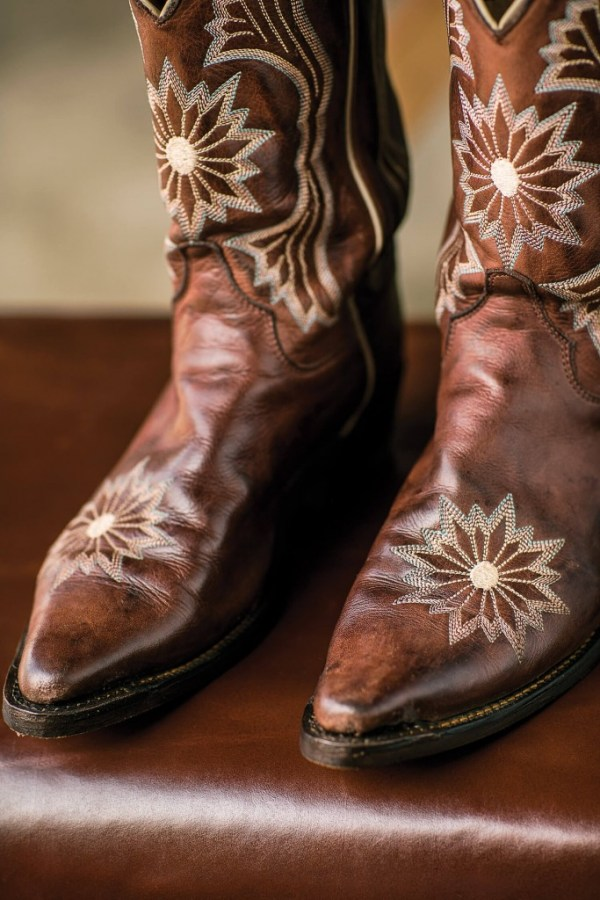 Man Mur Shoe Shop