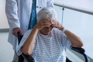 Un médecin ontarien : les patients âgés demandent l'euthanasie à cause de l'isolement dans lequel ils sont plongés…