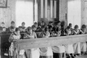 Gouvernement canadien, responsable des mauvaises conditions dans les pensionnats amérindiens comme celui de Kamloops