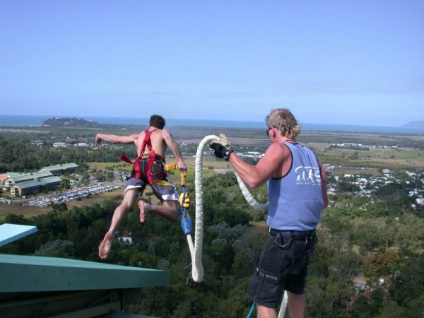 1-Day Tour to Cairns: Bungy Jumping at AJ Hackett