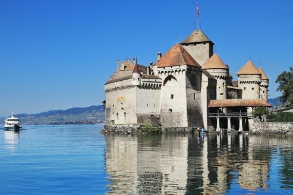 Chillon Castle Day Trip from Lausanne: Winter Program
