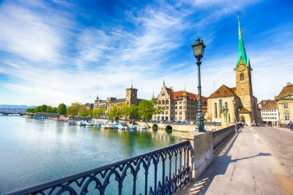 Zurich City Tour with Lake Cruise and Chocolate Shop