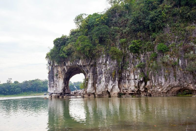 Guilin Private Half Day Tour: Reed Flute Cave and Elephant Trunk Hill