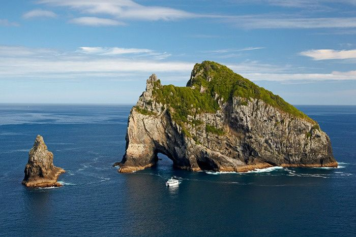 2-Day Bay of Islands, Hobbiton, and Waitomo Caves Combo Tour from Auckland
