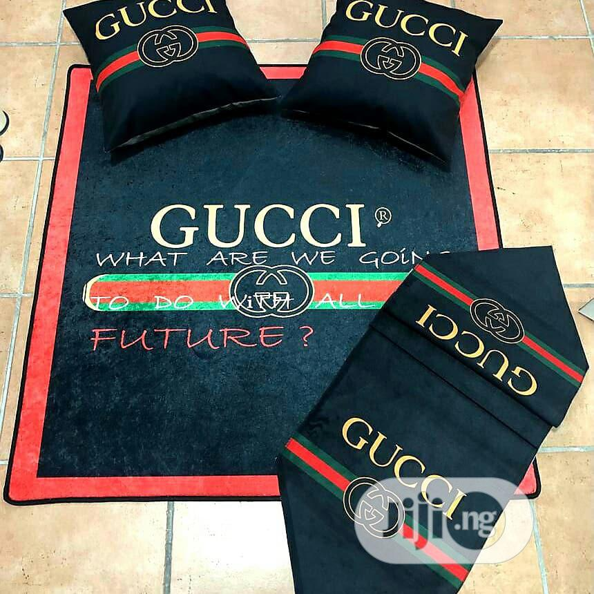 gucci centre rug with 4 pillows case