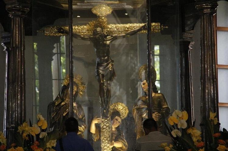 La imagen del Cristo Negro es venerada por miles de turistas durante la segunda semana de enero. (Foto Prensa Libre: Cortesía Inguat)