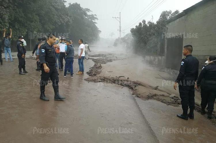 Las carreteras del sector se encuentran bloqueadas ante el peligro de transitar en el lugar.