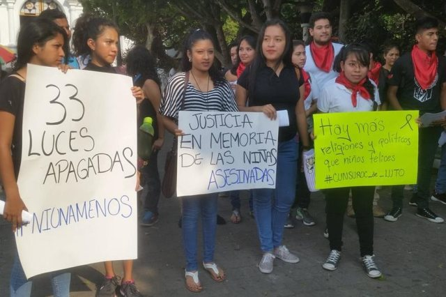 Estudiantes hacen una manifestación en Mazatenango contra la pasividad del Gobierno ante la tragedia. (Foto: Cristian Soto)