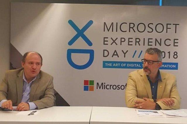 Roberto Marroquín, gerente general de Microsoft Guatemala y Mario López Salguero, director ejecutivo de la AGG durante la presentación del Microsoft Experience Day 2018. (Foto Prensa Libre: Cortesía Microsoft Guatemala)