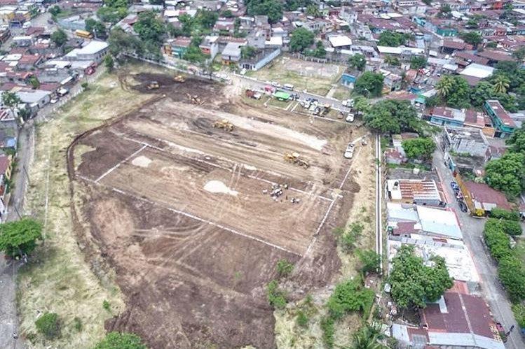 El terreno donde se construirá el albergue se halla en la colonia La Industria, zona 4 de Escuintla, y tiene 15 mil metros cuadrados, con capacidad para albergar a unas 600 personas. (Foto Prensa Libre: Enrique Paredes)
