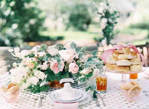 southern-wedding-pink-tablescape