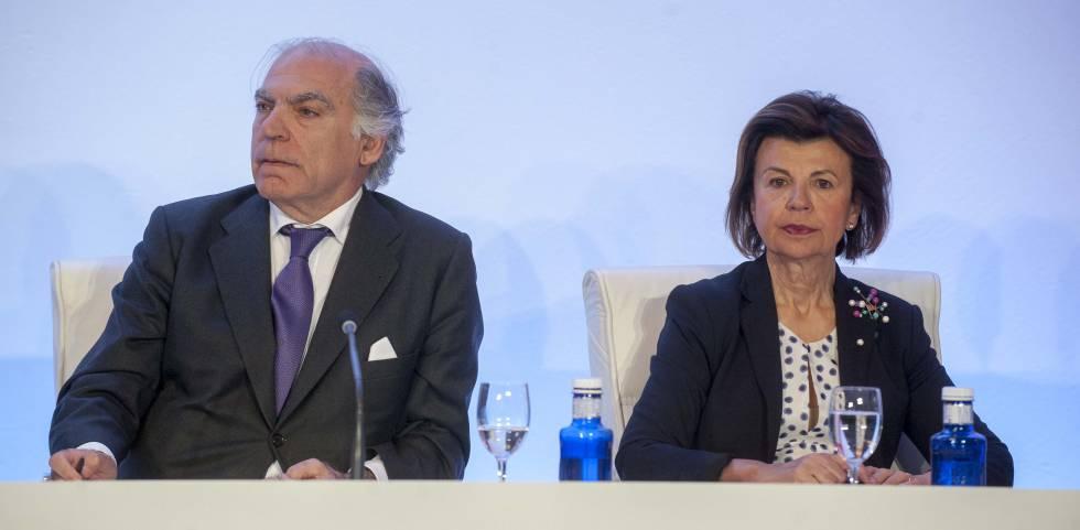 Fernado Gumuzio y Concha Osácar, consejeros de Hispania y dueños de la gestora Azora, este miércoles en la junta de accionistas de Hispania.