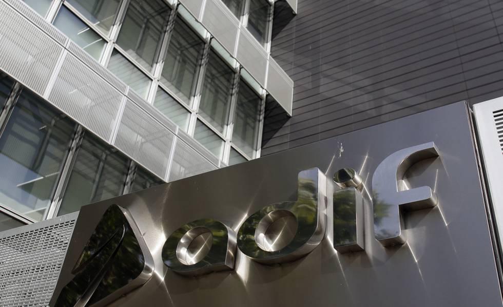 Fachada de una de las sedes del Adif en Madrid.